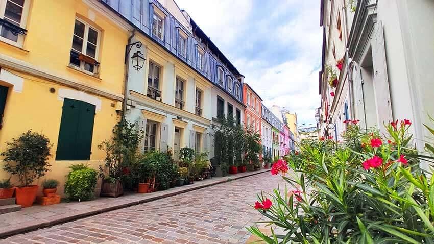 Calle adoquinada Cremieux Paris