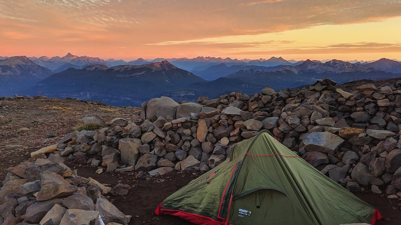 que llevar para acampar en una ruta de senderismo